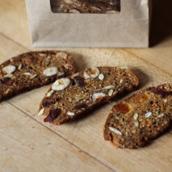kimmys-krakkers-dried-fruit-hazelnut-rosemary-gourmet-crackers-detail