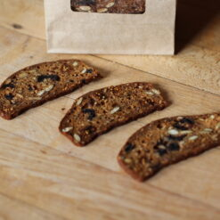 kimmys-krakkers-fig-kalamata-olive-gourmet-crackers-detail