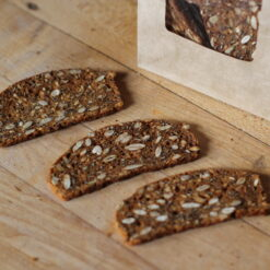 kimmys-krakkers-five-seeded-maple-gourmet-crackers-detail