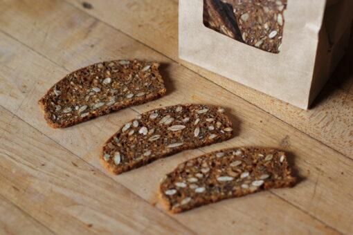kimmys-krakkers-five-seeded-maple-gourmet-crackers-detail